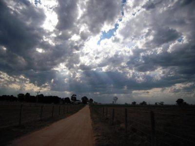 美しいオーストラリアの田舎の夕暮れの写真